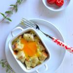 Uova in cocotte con pane e alici