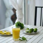 Frullato al mango, lime e acqua di cocco