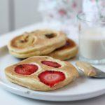 Pancake con fragole e banane